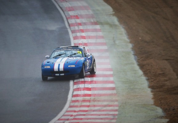 Dan Rogers Mazda MX5 Sideways Paddock Hill Bend, Brands Hatch